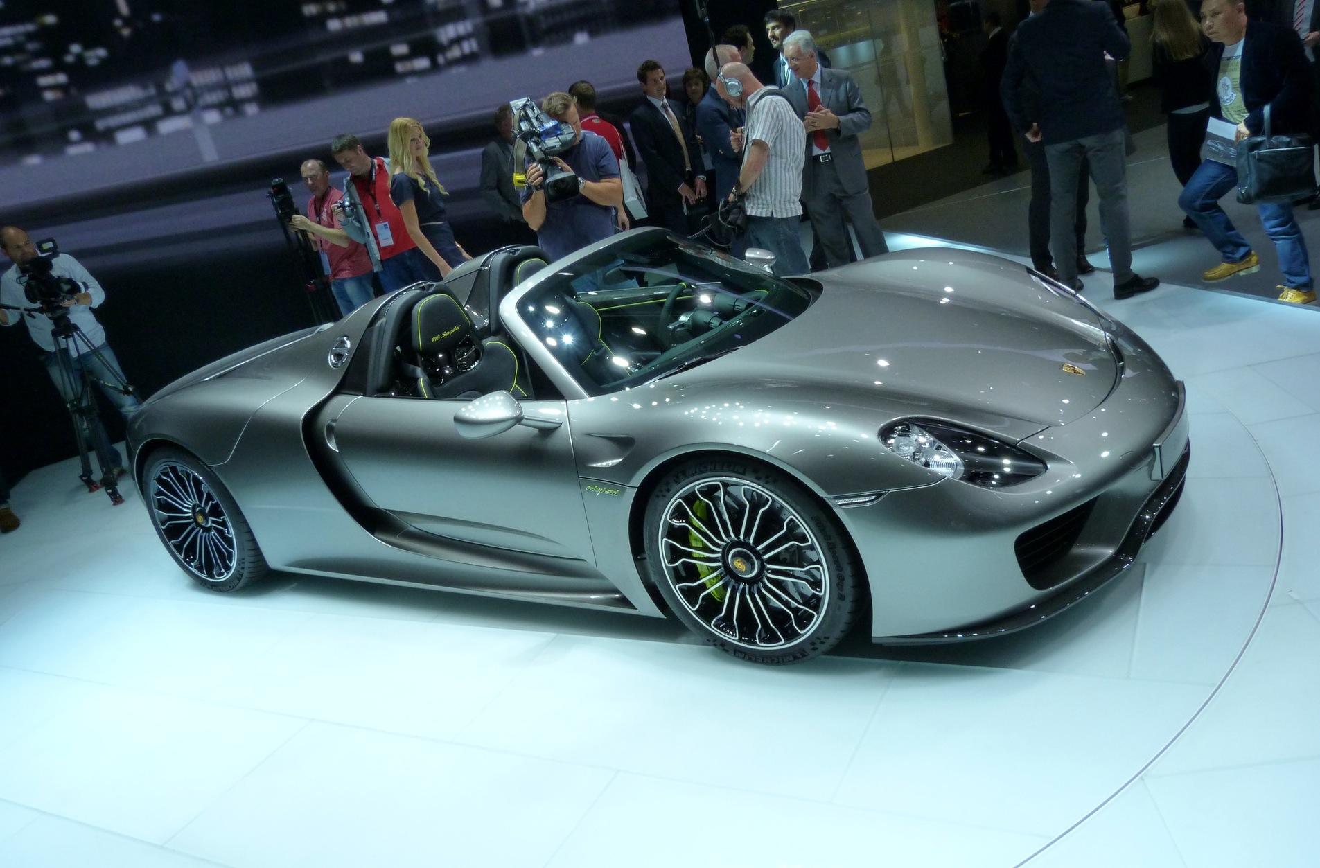 Porsche-918-Spyder-Hybrid-Sportwagen-IAA-2013-LIVE-01-09