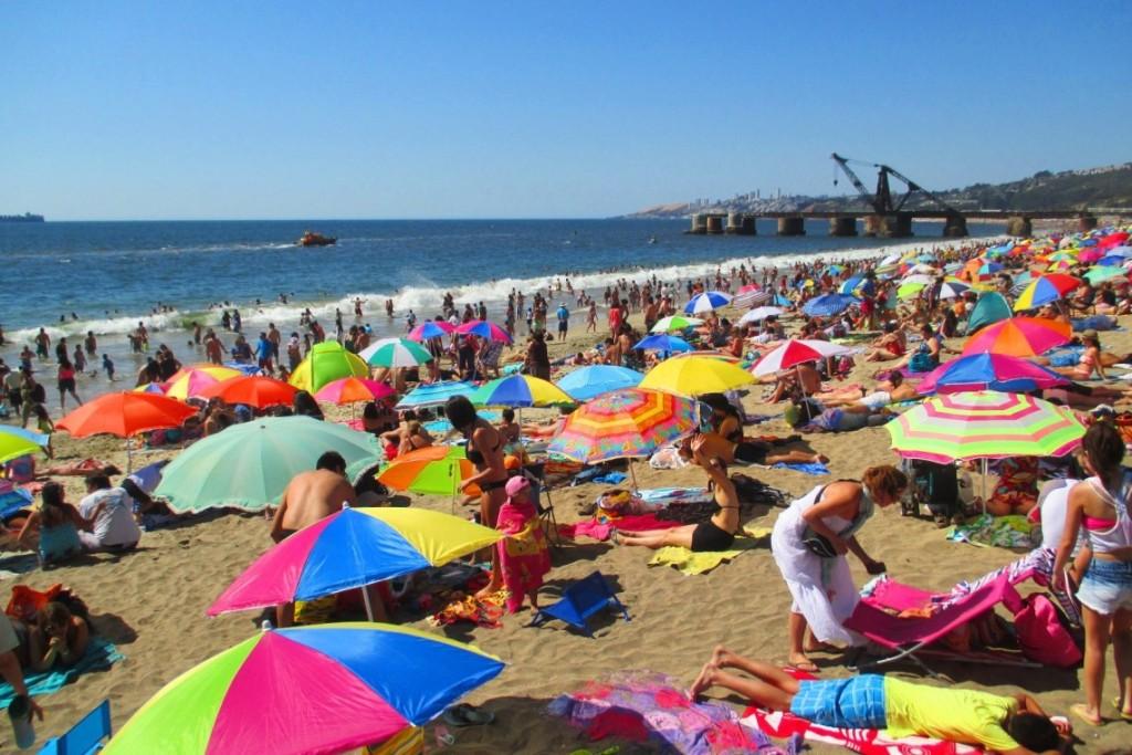 Пляж города Винья-дель-Мар, самый посещаемый ввиду близости к Сантьяго